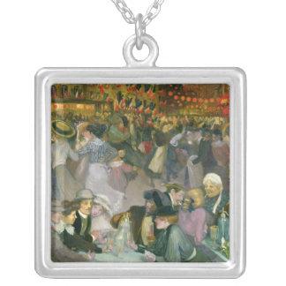 Ball auf dem am 14. Juli Halskette Mit Quadratischem Anhänger