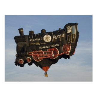 Ballon nehmen einen Zug Postkarte