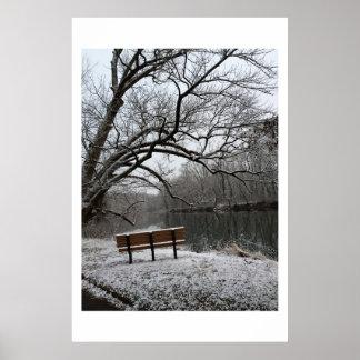 Bank bis zum Neshaminy Nebenfluss-Winterzeit Poster