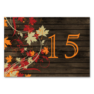 Barnwood rustikal, Herbstlaub, der Tischnummern