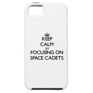 Behalten Sie Ruhe, indem Sie auf Raum-Kadetten iPhone 5 Hüllen