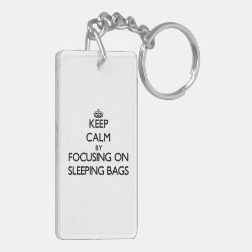 Behalten Sie Ruhe, indem Sie auf Schlafsäcke sich Schlüsselring