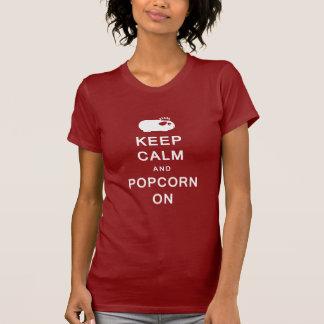 Behalten Sie Ruhe u. Popcorn auf dem T - Shirt der
