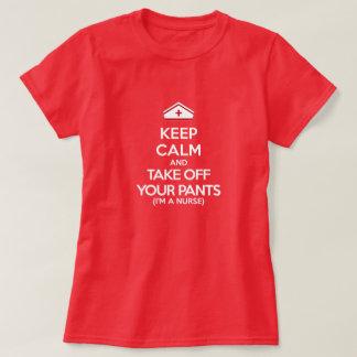 Behalten Sie Ruhe und entfernen Sie Ihre Hosen T-Shirt