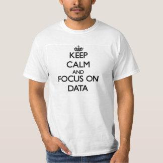 Behalten Sie Ruhe und Fokus auf Daten T-Shirt