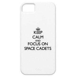 Behalten Sie Ruhe und Fokus auf Raum-Kadetten iPhone 5 Etui