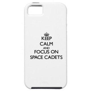 Behalten Sie Ruhe und Fokus auf Raum-Kadetten iPhone 5 Etuis