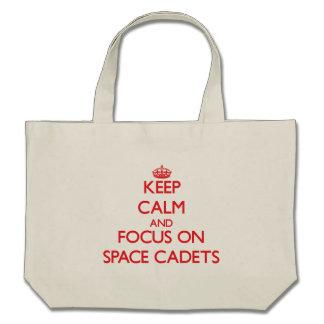 Behalten Sie Ruhe und Fokus auf Raum-Kadetten Leinentaschen