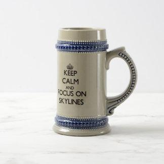 Behalten Sie Ruhe und Fokus auf Skylines Bierkrug