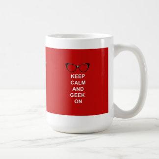 Behalten Sie Ruhe und Geek an Tasse
