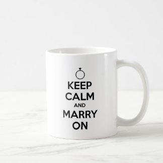Behalten Sie Ruhe und heiraten Sie an - Hochzeit Tasse