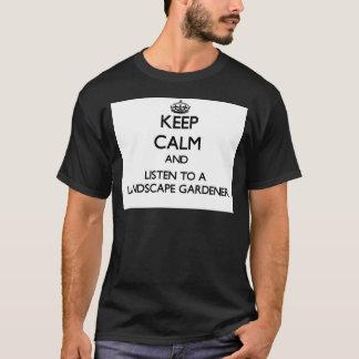 Behalten Sie Ruhe und hören Sie auf einen T-Shirt