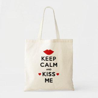 Behalten Sie Ruhe und küssen Sie mich Tragetasche