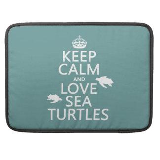 Behalten Sie Ruhe-und Liebe-Seeschildkröten MacBook Pro Sleeve