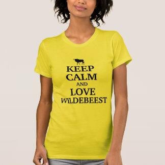 Behalten Sie Ruhe und Liebe Wildebeest T-Shirt