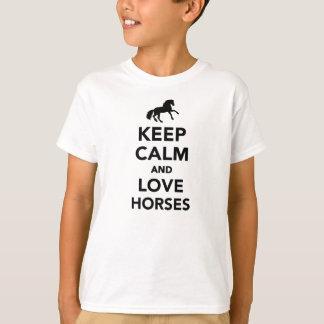 Behalten Sie Ruhe- und Liebepferde T-Shirt