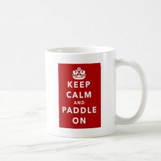 Behalten Sie Ruhe und Paddel an Tasse