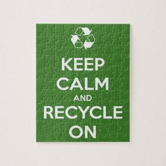 Behalten Sie Ruhe und recyceln Sie auf Grün Puzzle