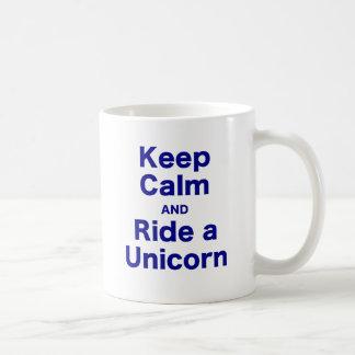 Behalten Sie Ruhe und reiten Sie einen Unicorn Tasse