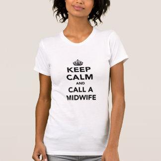 Behalten Sie Ruhe und rufen Sie eine Hebamme an T-Shirt