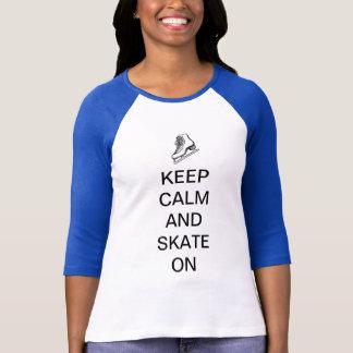 Behalten Sie Ruhe und Skate an T-Shirt