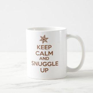 Behalten Sie Ruhe und Snuggle herauf Tasse Schoko