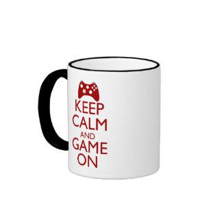 Behalten Sie Ruhe und Spiel an Ringer Tasse