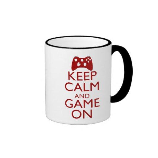 Behalten Sie Ruhe und Spiel an Kaffee Tassen
