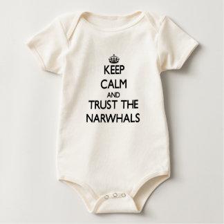 Behalten Sie Ruhe und vertrauen Sie dem Narwhals Baby Strampler