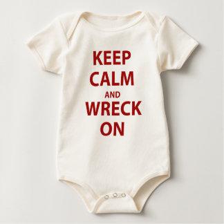 Behalten Sie Ruhe und Wrack an Baby Strampler