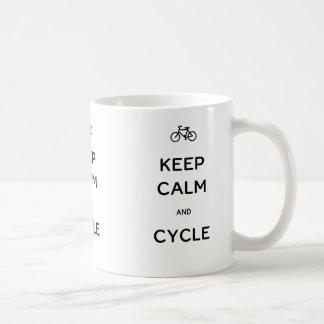Behalten Sie Ruhe und Zyklus Kaffeetasse