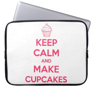 Behalten Sie ruhig und machen Sie kleine Kuchen Laptopschutzhülle