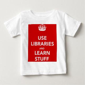 Benutzen Sie Bibliotheken und lernen Sie Material Baby T-shirt