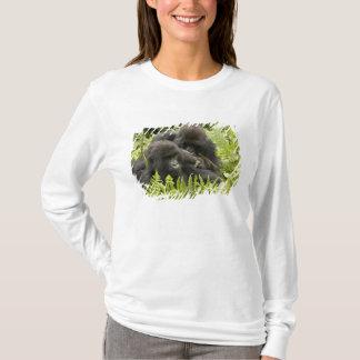 Berggorilla, Familie im Tagesnest T-Shirt