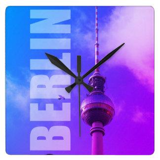 BERLIN-Fernsehturm 002.F.002.1 Quadratische Wanduhr