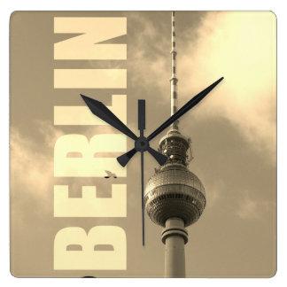 BERLIN-Fernsehturm 002.F.002.3 Quadratische Wanduhr