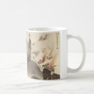 Bild der Offiziere und der Männer, die das Steigen Kaffeetasse