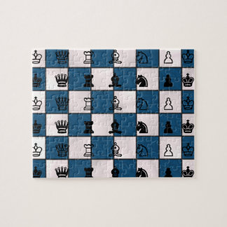 Blau u. Weiß gemarmortes Schach-Brett u. Stücke Puzzle