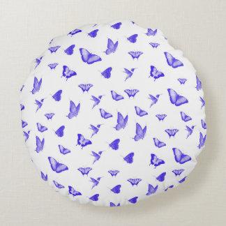 Blaue Schmetterlinge und Kolibris Rundes Kissen