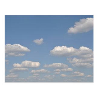 Blauer Himmel mit Wolken Postkarte