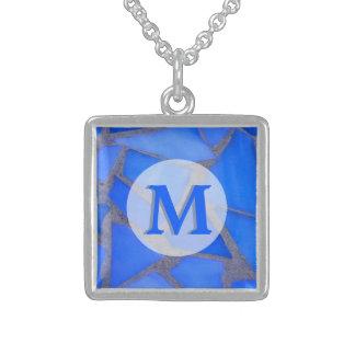 Blaues Buntglas-Mosaik mit Monogramm Sterling Silberkette