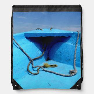 Blaues Kanu mit Seil Sportbeutel