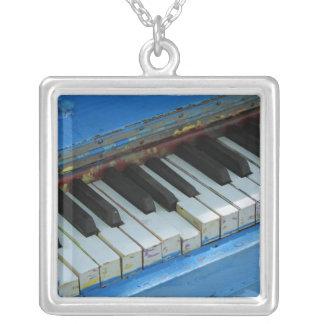 Blaues Klavier Versilberte Kette