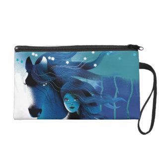 Blaues Pferd und ein Mädchen