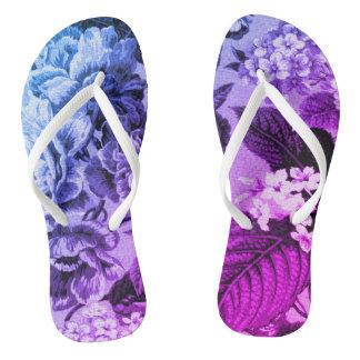 Blaues u. lila Vintages botanisches BlumenToile Flip Flops