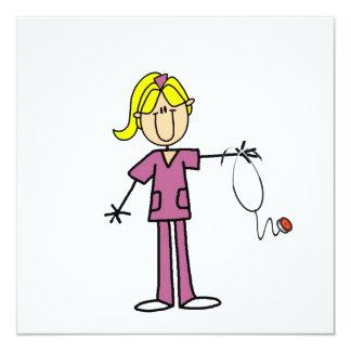 Blonde weibliche Strichmännchen-Krankenschwester-T Individuelle Ankündigungskarte