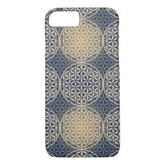 Blume des Lebens - Briefmarkenmuster - blauer Sand iPhone 8/7 Hülle