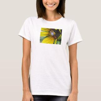 Blütenstaub geladene gebürtige Biene T-Shirt