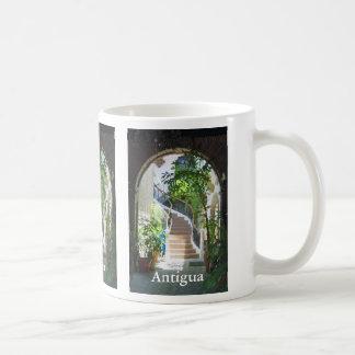 Bogen in Antigua Tasse