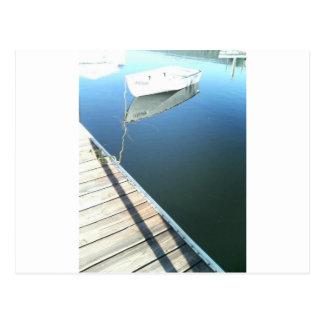 Boot auf dem Wasser durch Bernadette Sebastiani Postkarte